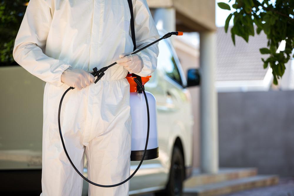 technician spraying pest control